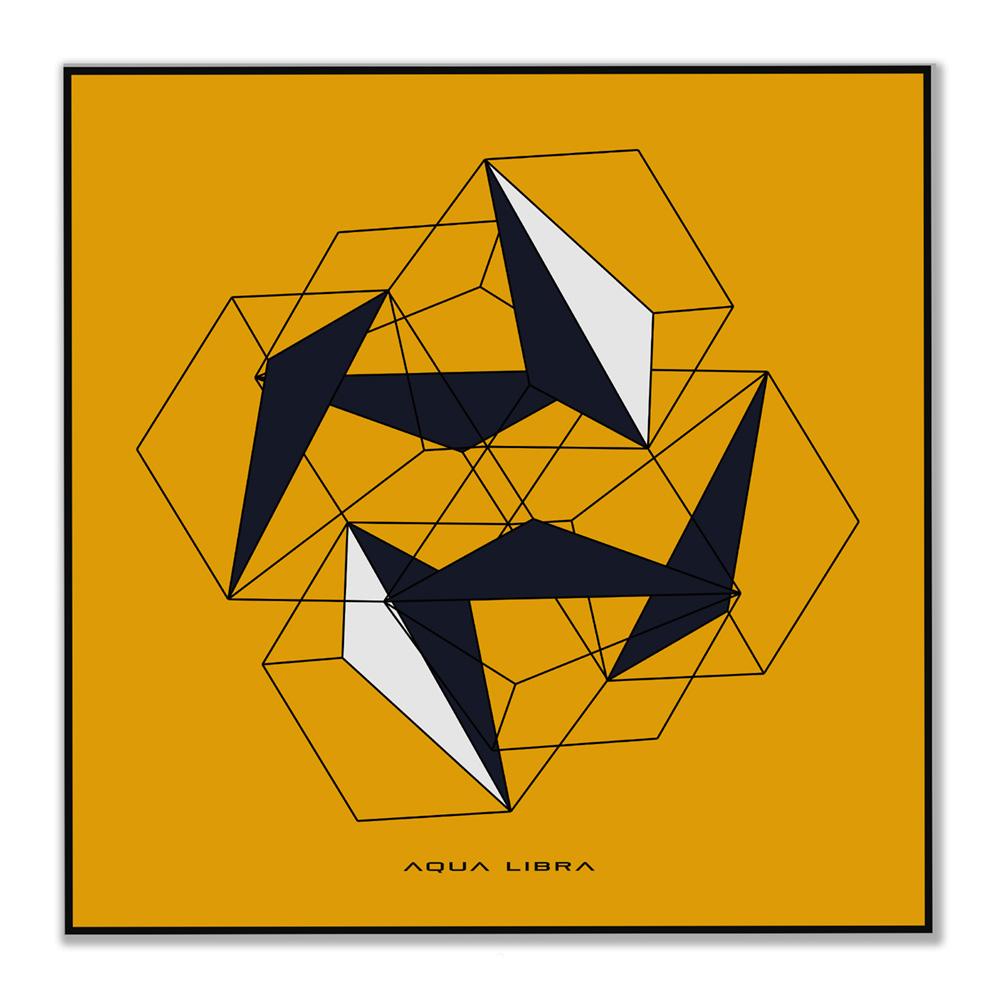 Deze afbeelding is betreft een vierkante poster met een donker gele achtergrond. Het betreft een geometrische afbeelding met lijnen die lijken op doorzichtige vierkante kubussen.